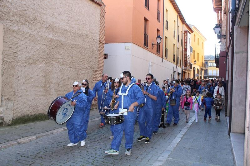 Un colorido desfile y buenas temperaturas, protagonistas del carnaval en Tordesillas
