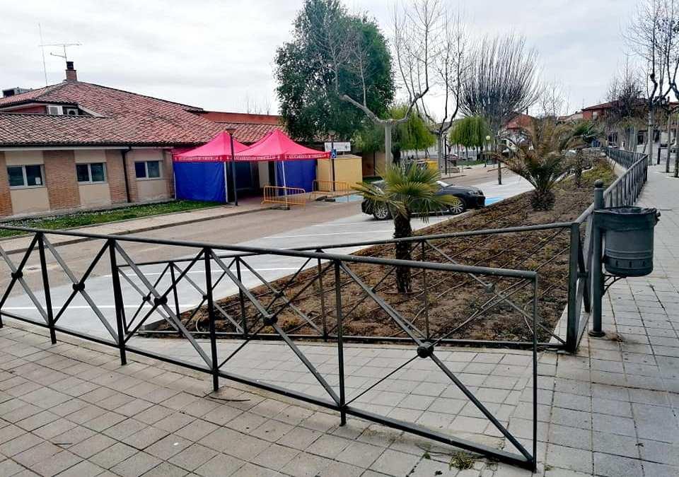 Tordesillas acondiciona los jardines y la zona de aparcamiento del Centro de Salud