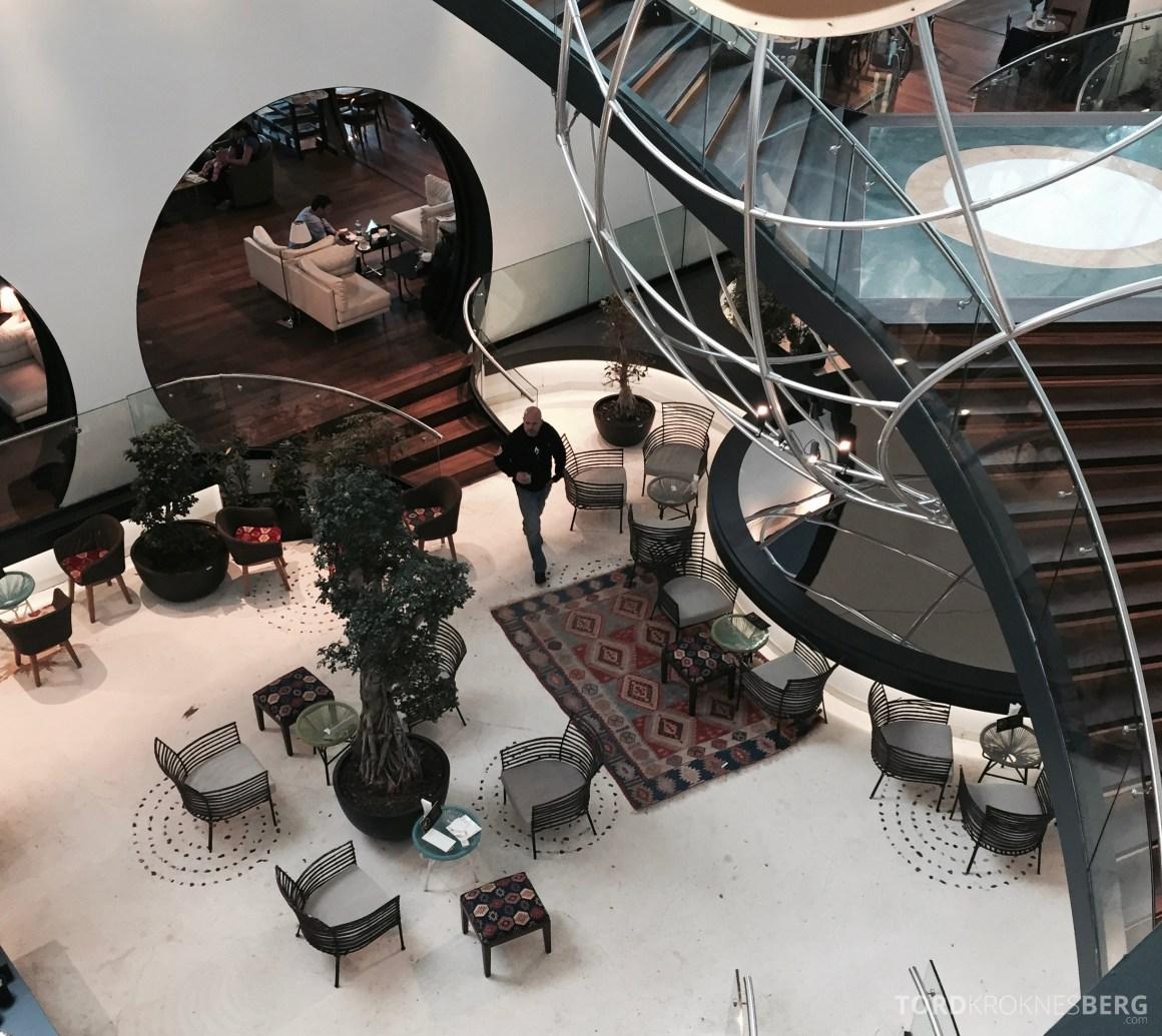 Turkish Airlines Istanbul Ataturk Lounge trapp