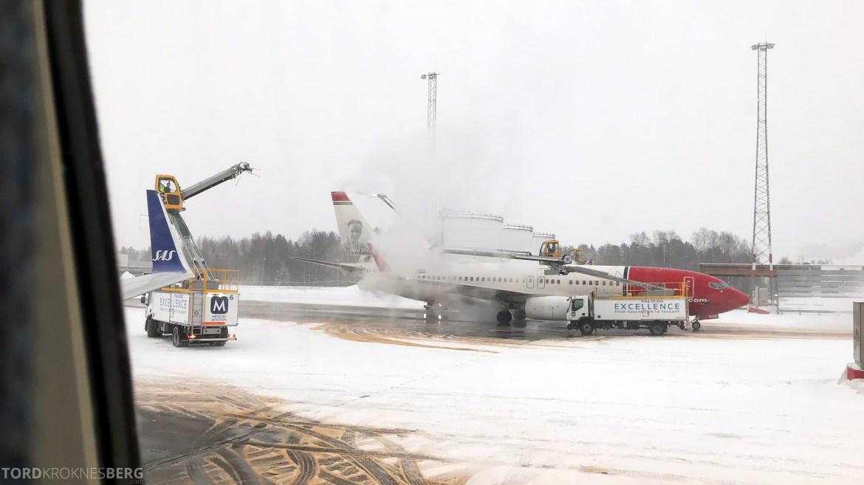 SAS Plus Oslo Stockholm de-icing