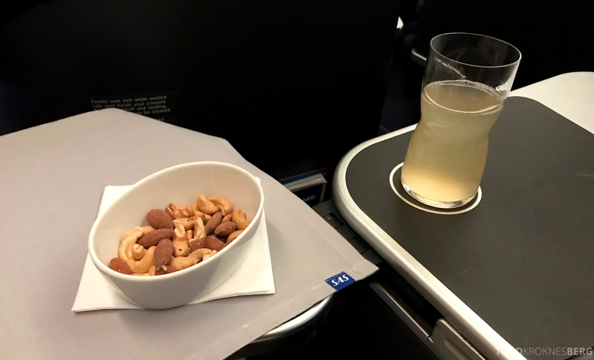 SAS Business Class Stockholm Chicago aperitiff
