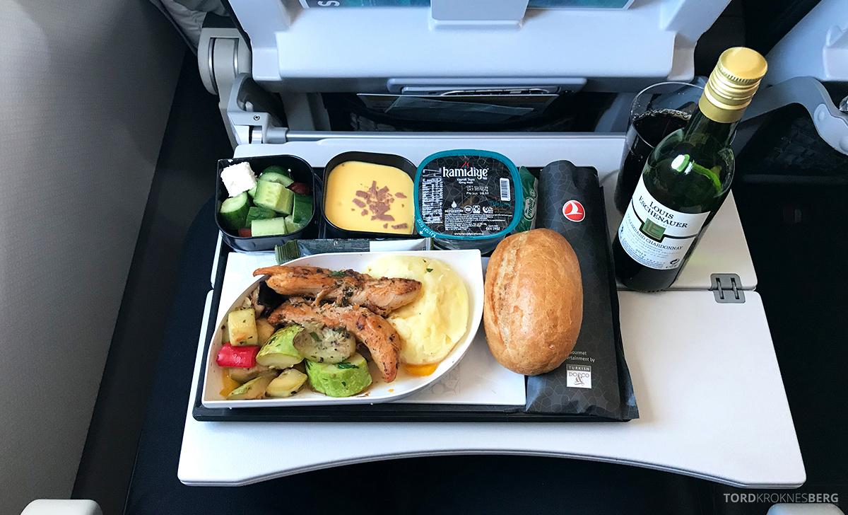 Turkish Airlines Economy Class Oslo Istanbul Doha måltid