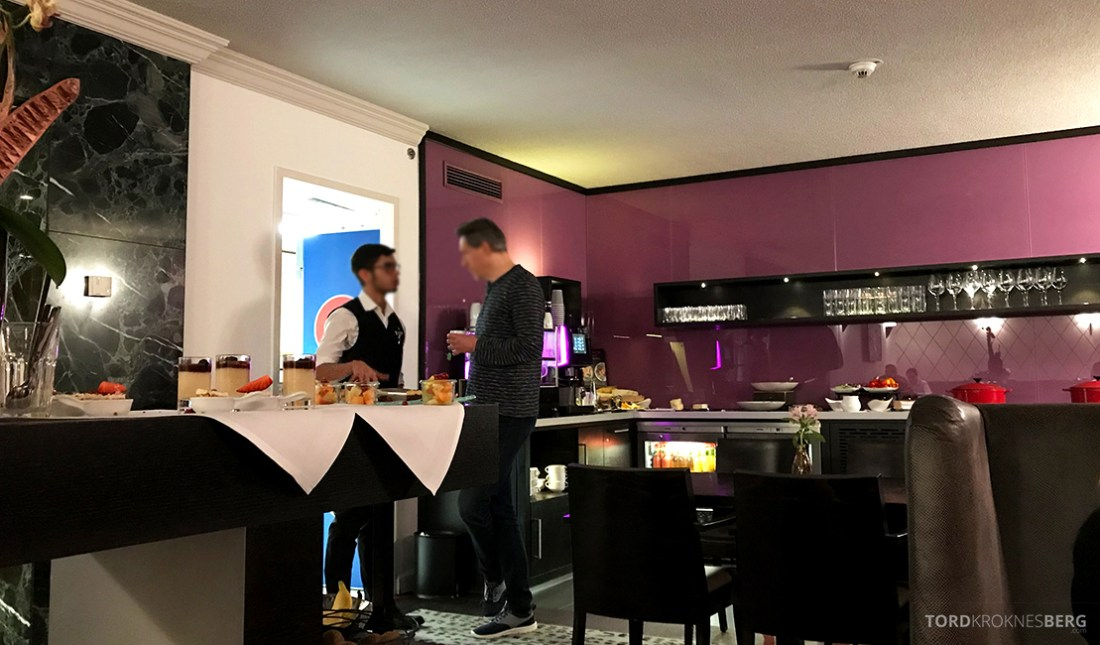 Marriott Hamburg Hotel Executive Lounge dessert hors d'oeuvre