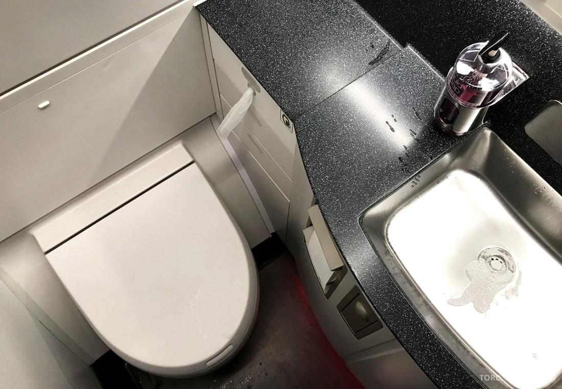 Qatar Airways Economy Class Oslo Doha toalett