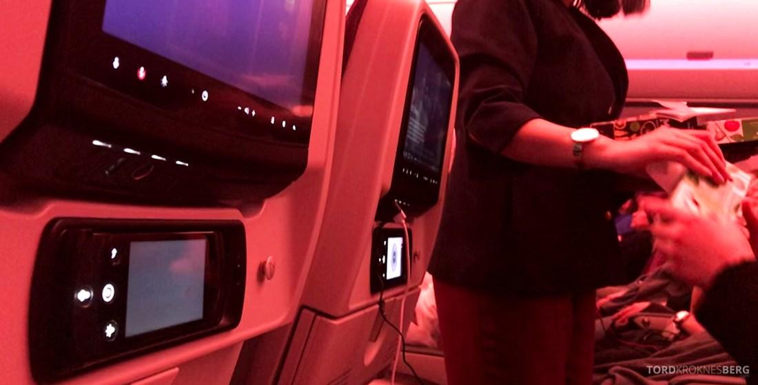 Qatar Airways Economy Class Oslo Doha utdeling måltid