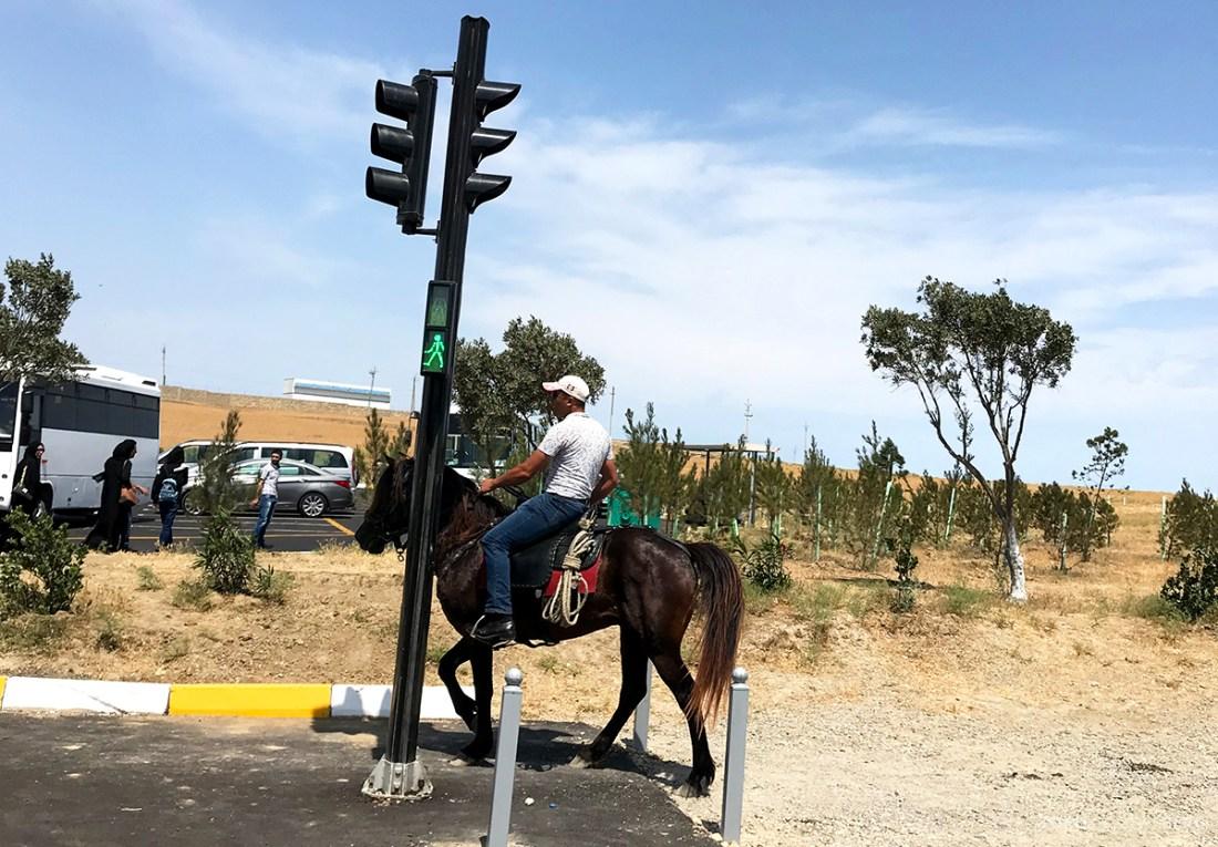 Gobustan Asteshgah Yanardag Tour Baku hest