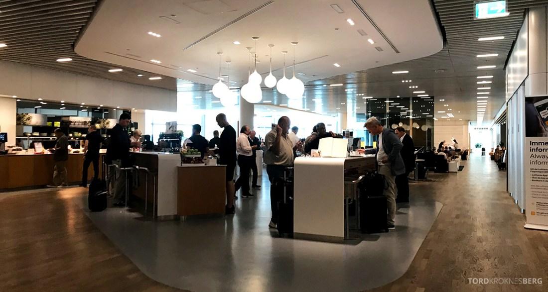 Lufthansa Premium Economy Class Oslo Frankfurt Los Angeles lounge folksomt