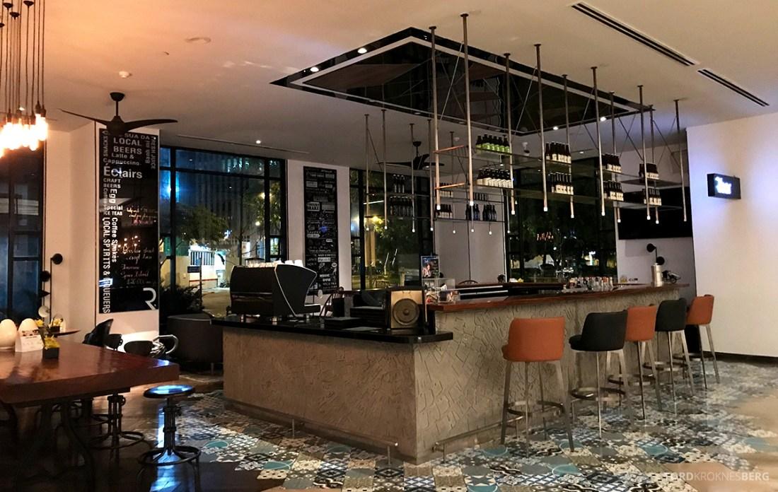 Renaissance Riverside Hotel Saigon Ho Chi Minh City bar