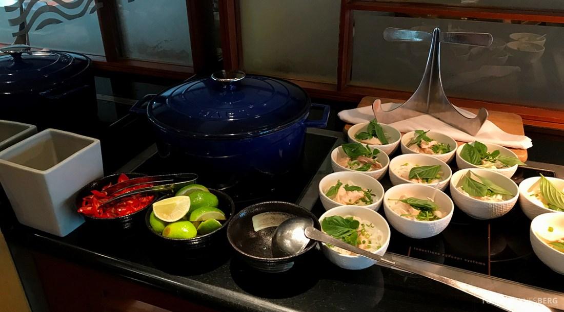 Renaissance Riverside Hotel Saigon Ho Chi Minh City Club Lounge suppe