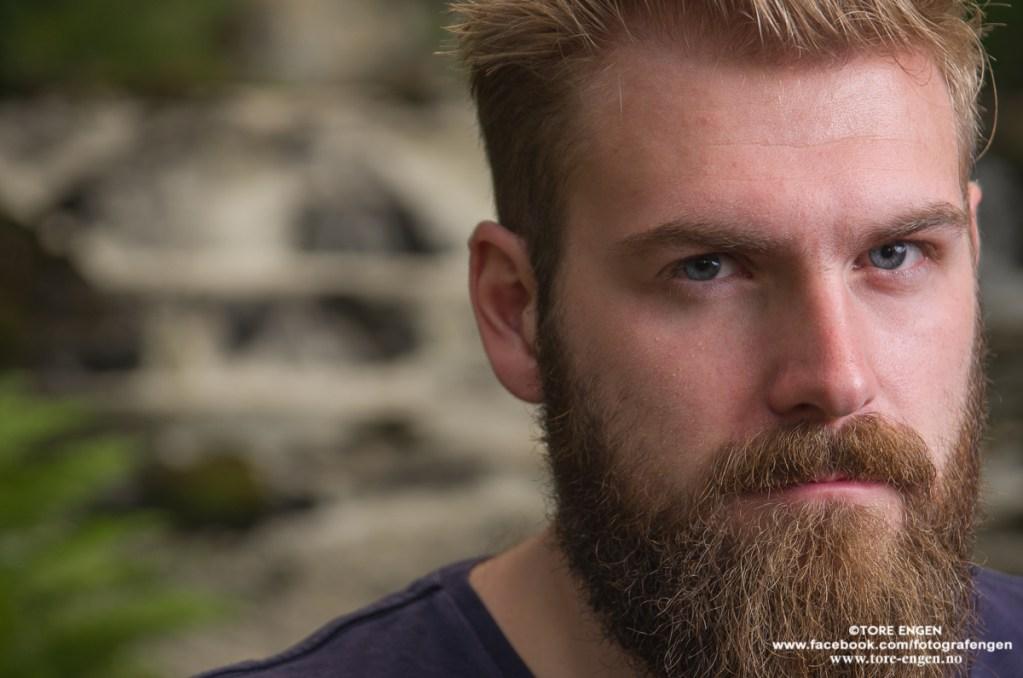 Portrett av mann med skjegg