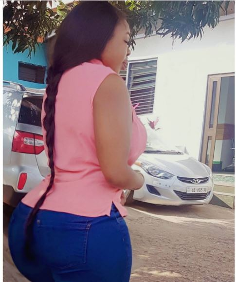 Ghanaian Slay Queen Bullies Nigerian Ladies with Her Round Backside