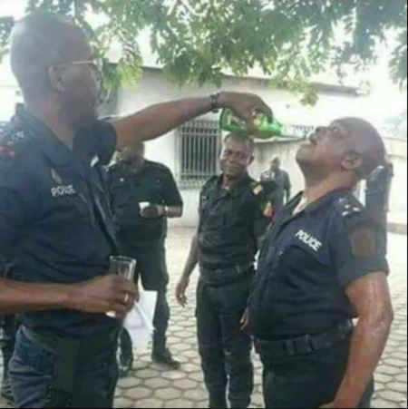 Nonentity of the Force: the most stupid sets of Force ever seen can u imagine See what nigeria police are doing..