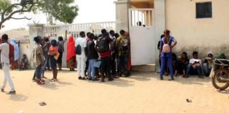Drama As 2019 UTME Candidates Swarm Abuja Registration Centre (Photos)