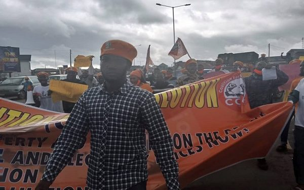 BREAKING: Security Operatives Chase Away #RevolutionNow Protesters In Osun