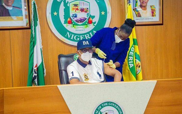 Governor Dapo receives Oxford/AstraZeneca COVID-19 vaccine