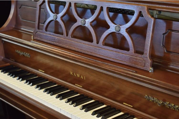 カワイ木目アップライトピアノ