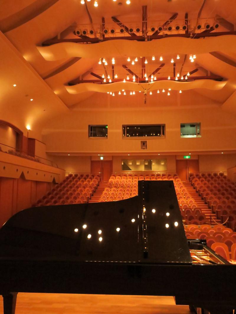ガリバーホールのグランドピアノ