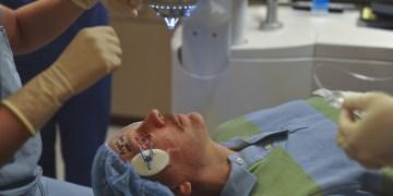 Perdono la vista dopo un interventi di cataratta. Medico a processo