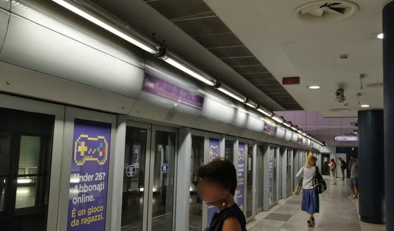 43enne maltratta la propria compagna di 19 anni alla fermata della metro. Interviene la polizia