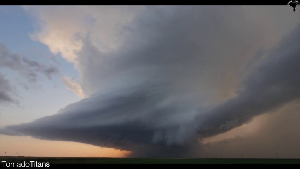What are supercell thunderstorms?