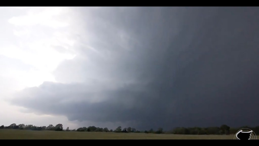 April 14, 2011 Storm Chase | Incredible Supercell Storm Structure near Kenefic, OK!