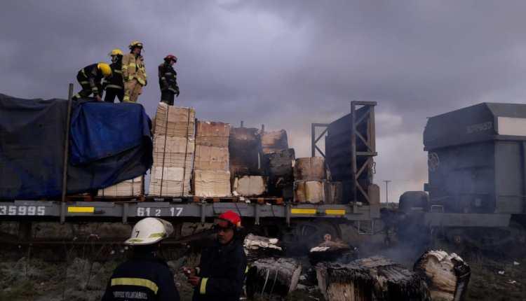 Se incendió una formación de vagones en un tren de carga