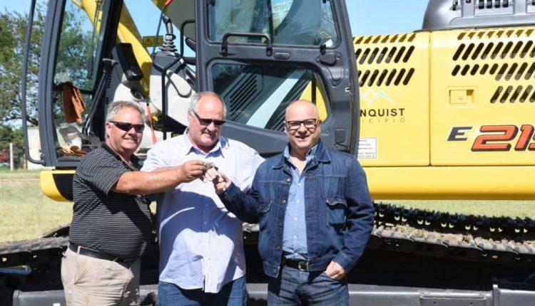 Tornquist – El Municipio incorporó una nueva retroexcavadora para caminos rurales