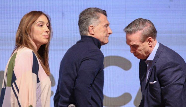 Macri se reúne con su Gabinete; el dólar se vende a más de $ 50