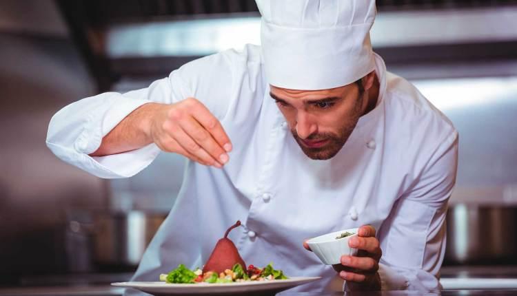 Saludamos a los trabajadores en el «Día del Trabajador Hotelero y Gastronómico»