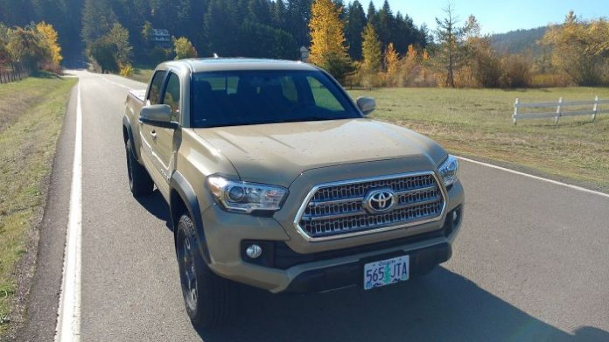 hight resolution of we dare to compare toyota tacoma to honda ridgeline