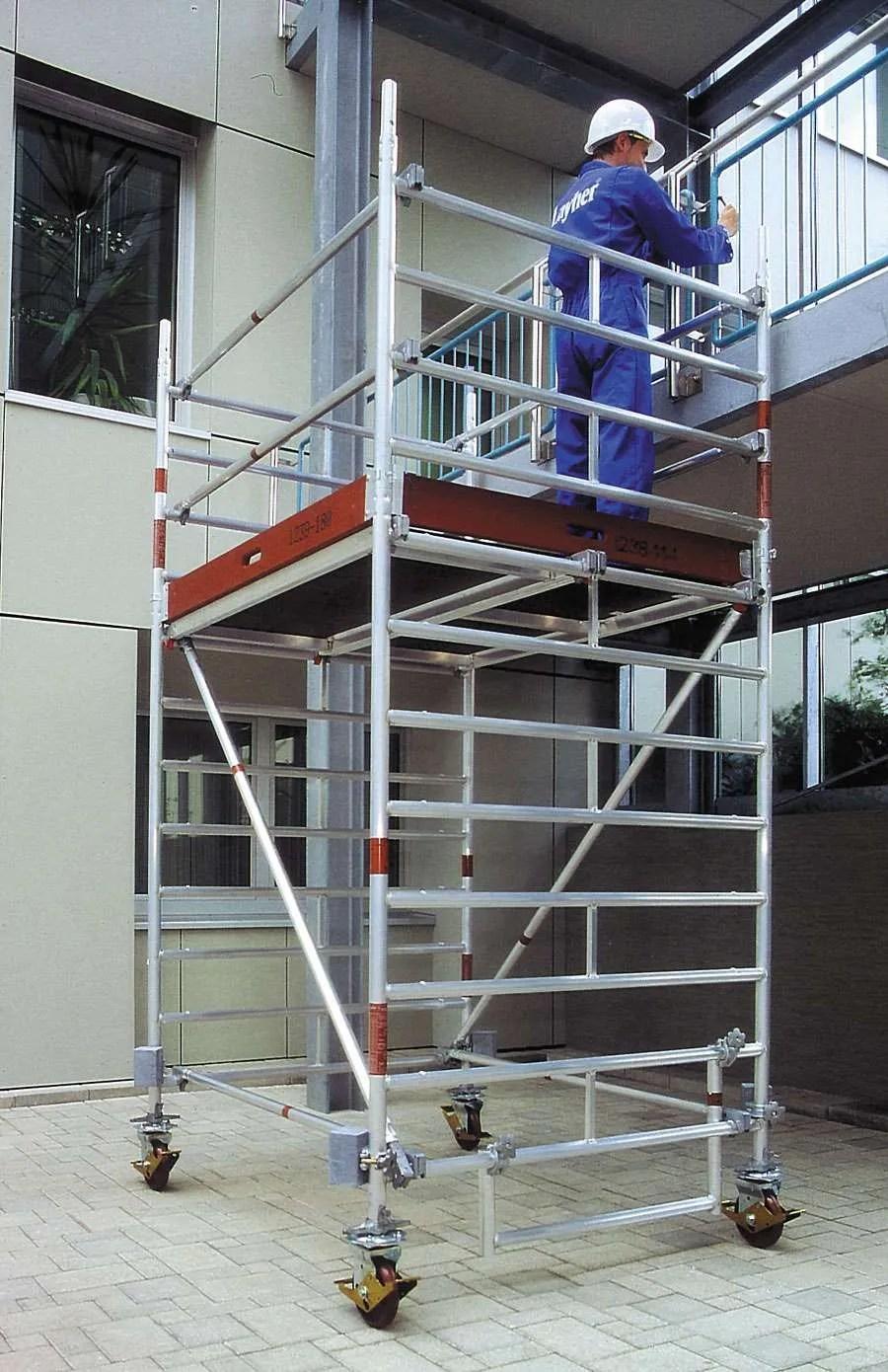 La torre móvil es un andamio de trabajo que puede ser desplazado.