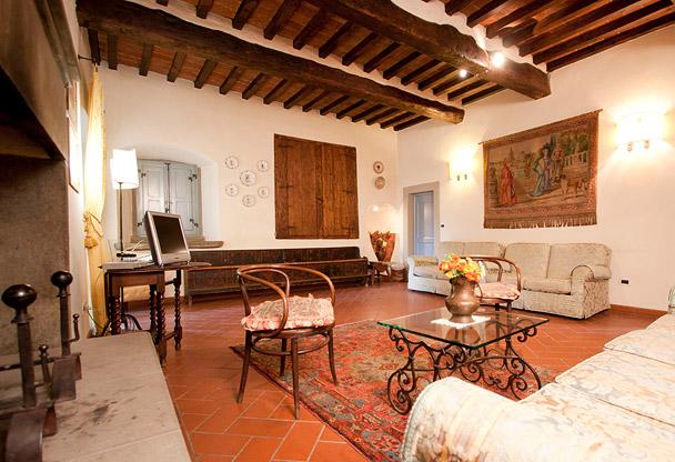 Torre Santa Flora Hotel ad Arezzo  Dimora storica in Toscana per cene e weekend con delitto