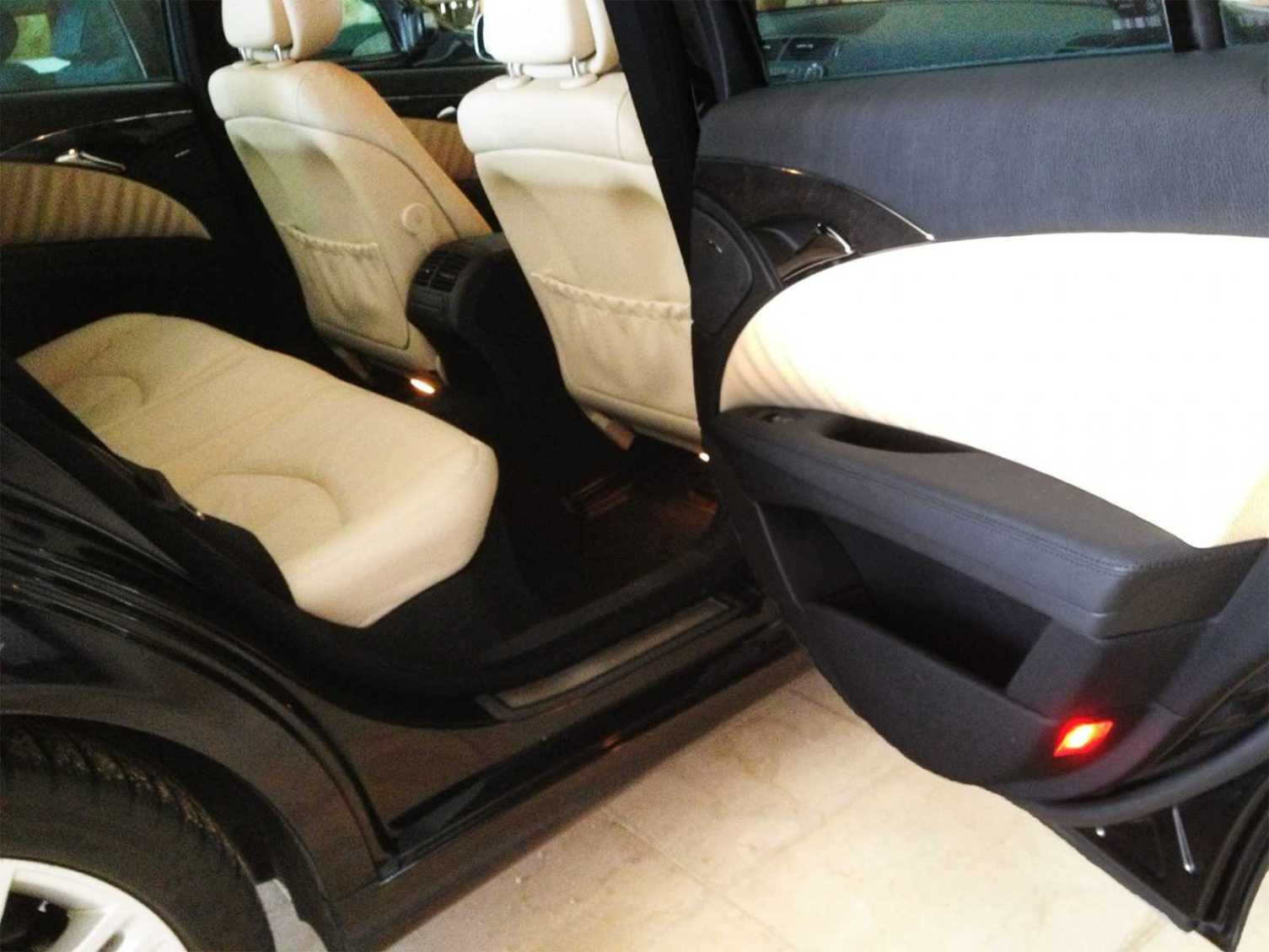 Vehicle equipped with safety belts