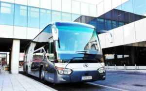 マドリードでバスを借りるのにいくらかかりますか?