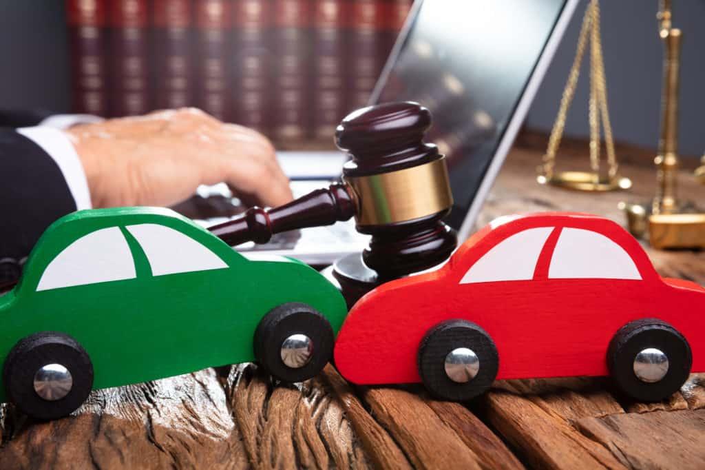 Dependiendo de su seguro de automóvil, es posible recibir dinero de la empresa de seguro. Abogado De Accidentes Automovilísticos
