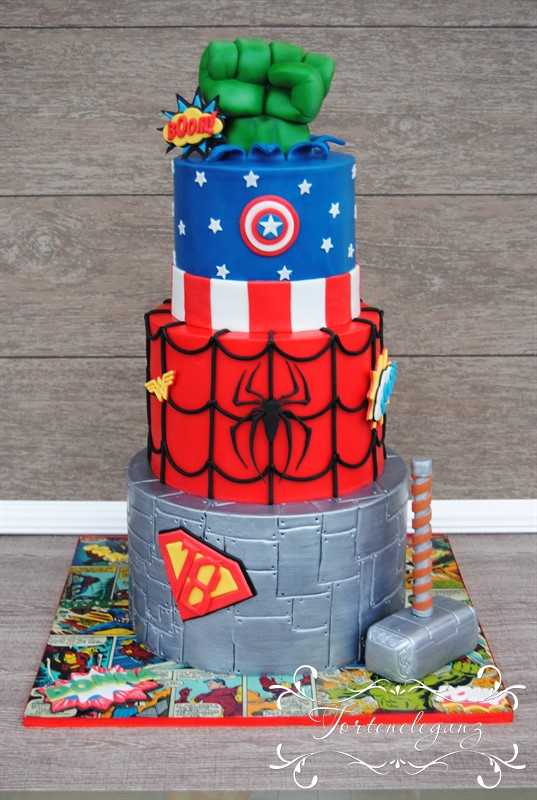 Marvel Torte mit Superman Spiderman Hulk und Captain America
