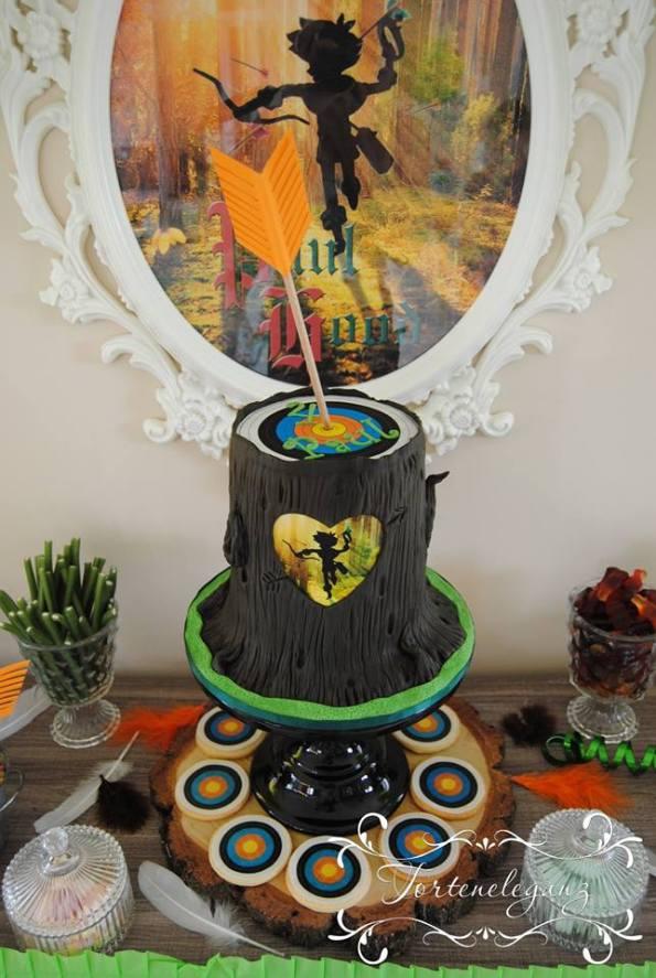 Robin Hood Torte und Candy Table Paul 4 Baumstamm Torte Kekse Bild