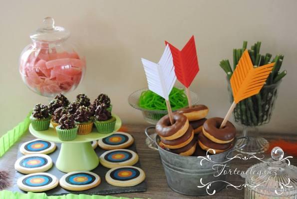 Robin Hood Torte und Candy Table Paul 4 Cupcakes Donuts Kekse Süßes 2