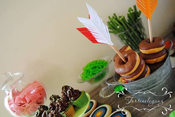 Robin Hood Torte und Candy Table Paul 4 Cupcakes Donuts Kekse Süßes