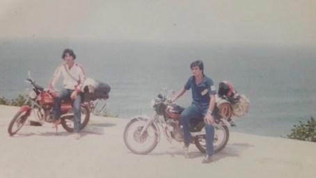 viajando de moto e acampando com amigos