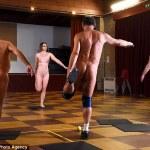 Trend del fitness - ginnastica nudi