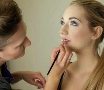 Con la primavera il nostro make-up deve seguire inevitabilmente un cambiamento di tendenza. E ogni donna sa quanto sia importante stare al passo con la moda dell'ultimo momento.