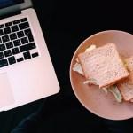Pausa pranzo alla scrivania