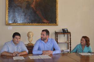 Il sindaco di Pistoia Tomasi con il vicesindaco Celesti e al centro l'assessore Bartolomei