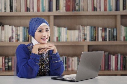 beautiful-muslim-girl-at-library-2