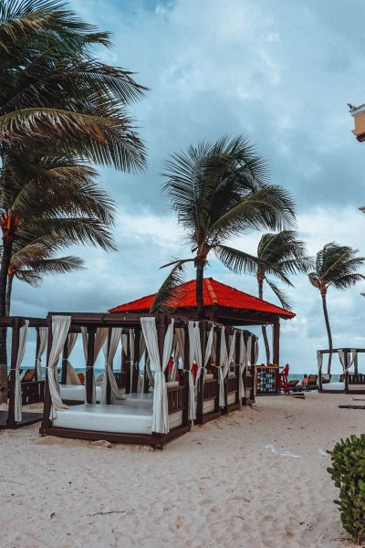 Best things to do in and around Playa del Carmen, Mexico. Insider tips on what to do, eat, see, explore in Playa del Carmen. Perfect Mexico Itinerary #playadelcarmen #mexico