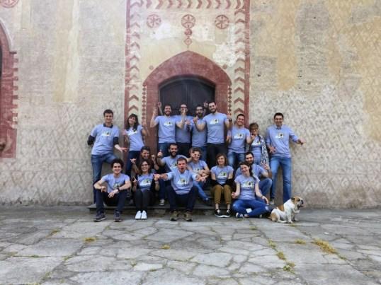 Team Cortilia con t-shirt illustrate Tostoini   Credits: Cortilia