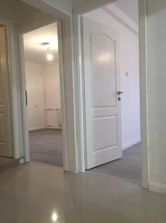 montaj usi interioare la un apartament de 3 camere