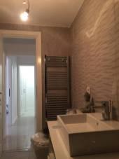 montat usa baie de apartament vechi