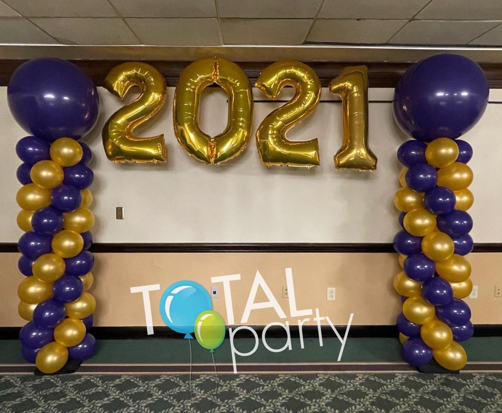 Celebrating another graduation! #graduationballoons #monroeballoons #ballooncolumns #njballoons #2021balloons #balloonsbytotalparty #purpleandgold